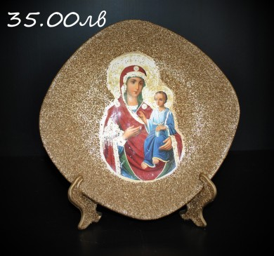 Decorative plate with the Virgin