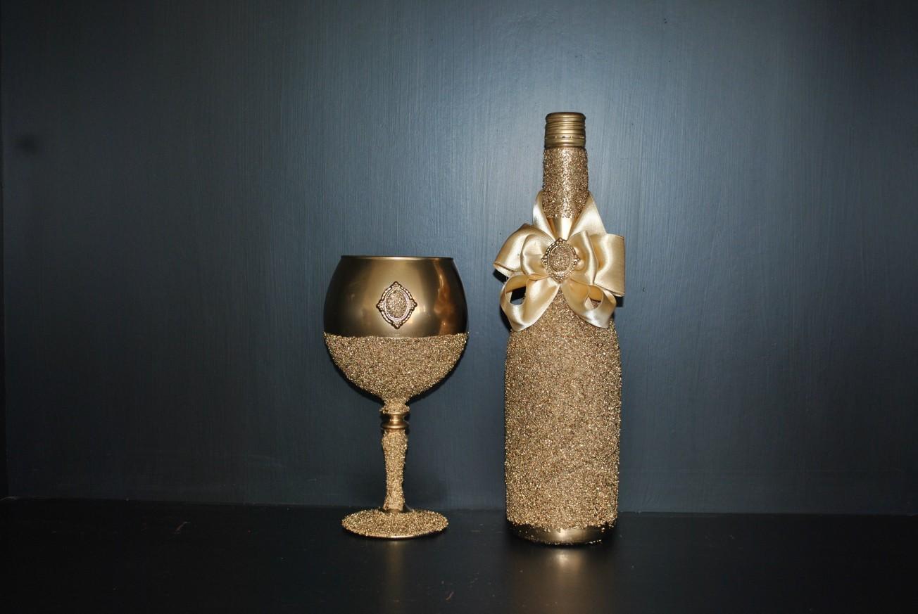 Бутилка за вино и бокал